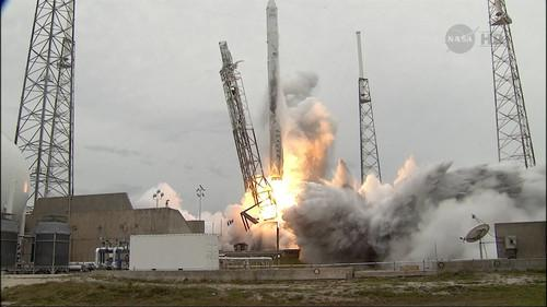 A Space X Falcon rocket lifts off from the Cape Canaveral Air Station in Florida on April 18, 2013
