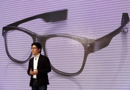 Hitoshi Tanaka, president of eyewear maker Jin, shows off Jins Meme glasses, which can measure alertness by tracking eye movements through electrical sensors. Meme will be released in spring 2015, Tanaka told a press conference in Tokyo on Tuesday.