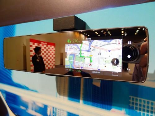 Pioneer's LTE rearview mirror can display information such as maps and weather.