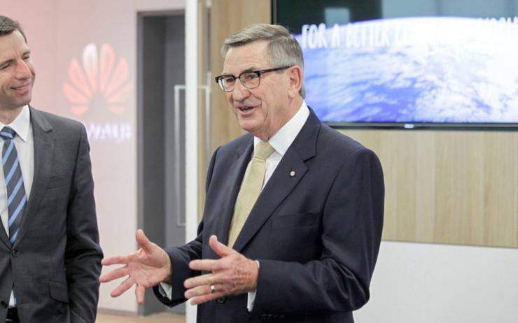 Huawei's John Lord (right)