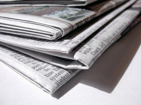 Traditional news vendors are finding the transition to the Web hard. But are online fees the answer?
