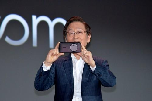 Asus' Jonney Shih shows the Zenfone Zoom at CES Monday