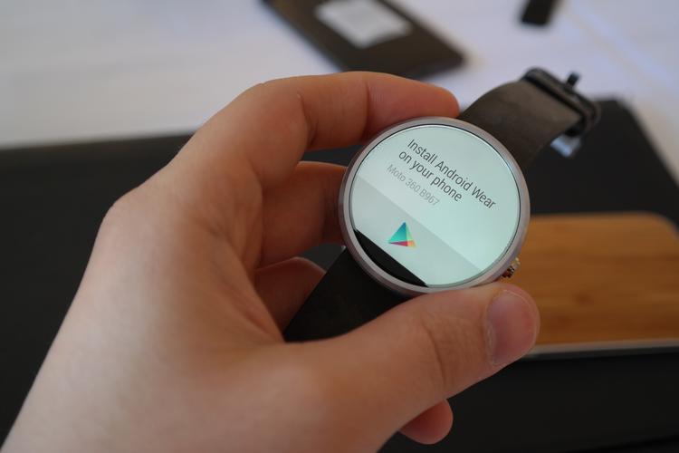 Motorola Moto 360: A brief hands on - Slideshow