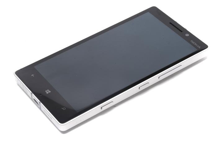 Nokia's representatives claim the the Gorilla Glass screen takes 70 minutes per phone to polish
