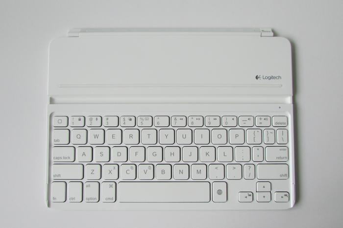 The keyboard layout is stock-standard. Keys have short travel but a clear 'click', which makes for a pleasant typing experience.