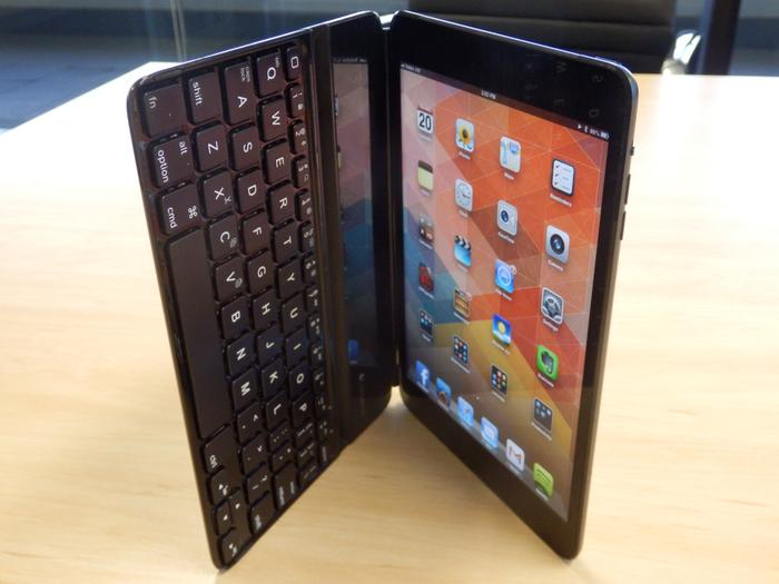 Opening the Ultrathin Keyboard mini when it's attached to the iPad mini automatically unlocks the iPad's screen.