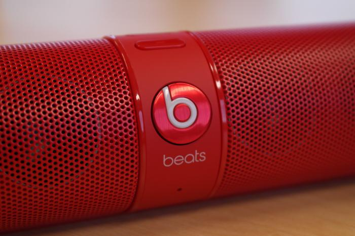 The large Beats button front and centre acts as a multifunction key.