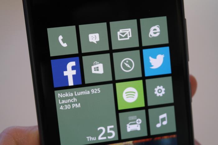 The Lumia 920's screen is excellent and performs well in direct sunlight.