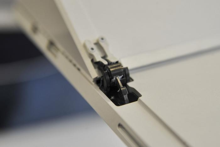 The new hinge is inconspicuous, but provides a noticeable difference in functionality.
