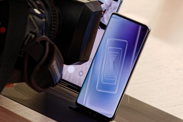 Samsung Galaxy S10 Review: The good, the bad and the perils