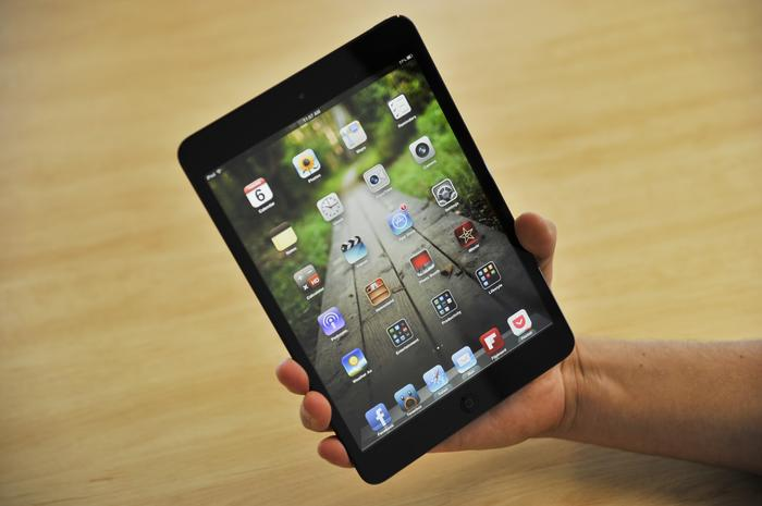 At 308g, the iPad mini feels much lighter than you expect it to for a product of this size.