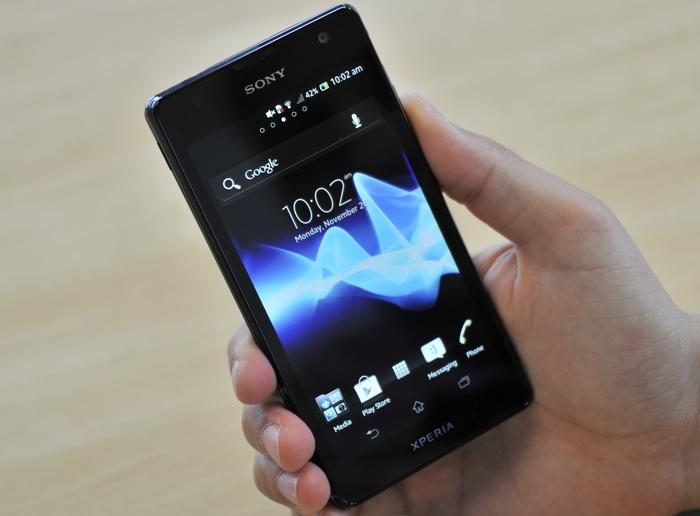 The arc-shape immediately sets the Xperia TX apart and also makes it comfortable and easy to hold.