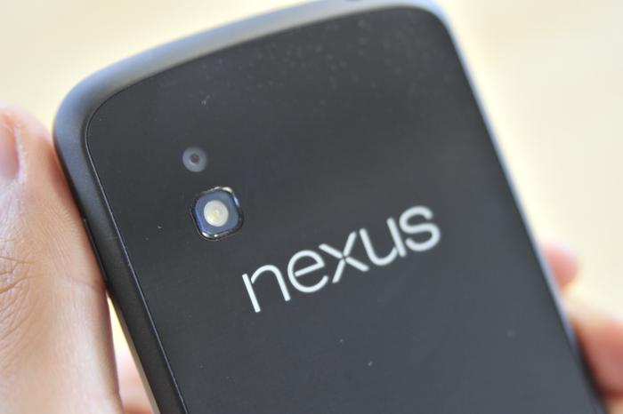 The top of the glass around the Nexus logo on the back becomes rather hot to touch during long use.