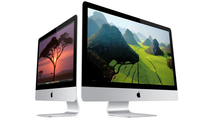 The 21.5in iMac (left) next to the larger 27in model.