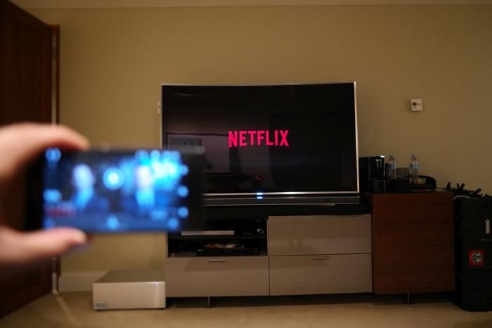 Casting from your smartphone to the television via the Netflix Android app