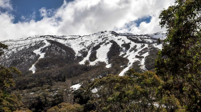 Depth of field and sharpness in this picture of the Snowy Mountains near Thredbo are excellent. 38mm, 1/400, ISO 1600, 10