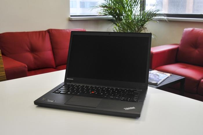 What's the difference between the Lenovo ThinkPad T440 and the T440s