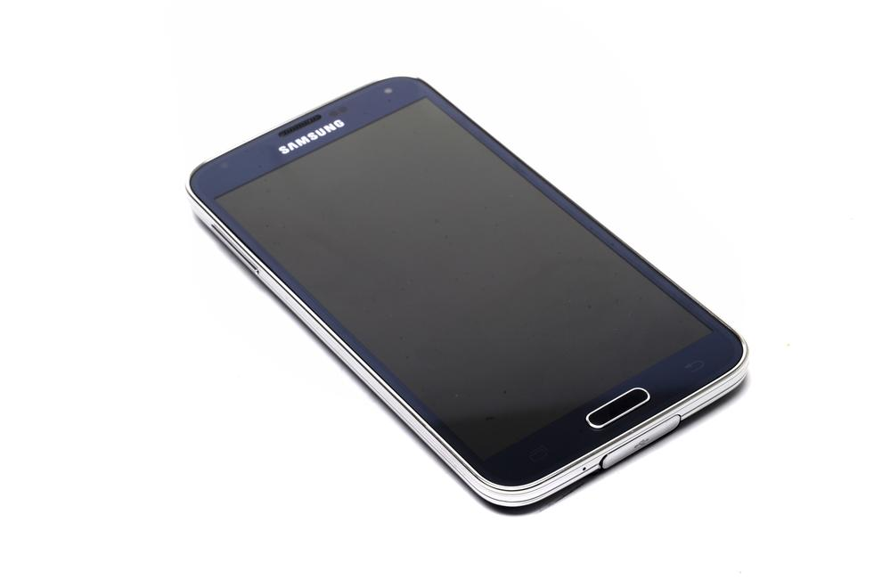 The Full HD touchscreen crams 432 pixels into each inch of the Galaxy's 5.1 inch screen.