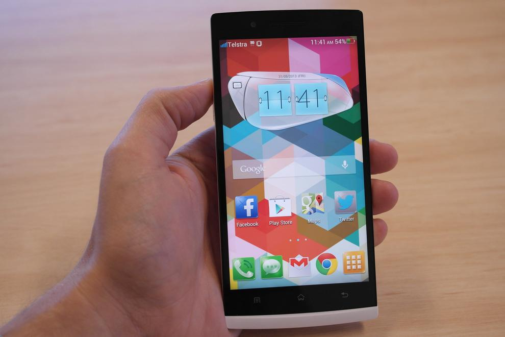 """Your first impression of the Find 5 is likely to be something along the lines of """"this thing is heavy""""."""