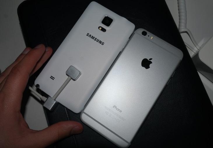 Samsung Galaxy Note 4 alongside iPhone 6 Plus