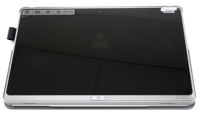 When the keyboard case is attached, the Aspire P3 is a bit of clumsy-feeling tablet. Here you can see there is slot on the left side for an optional pen, too.