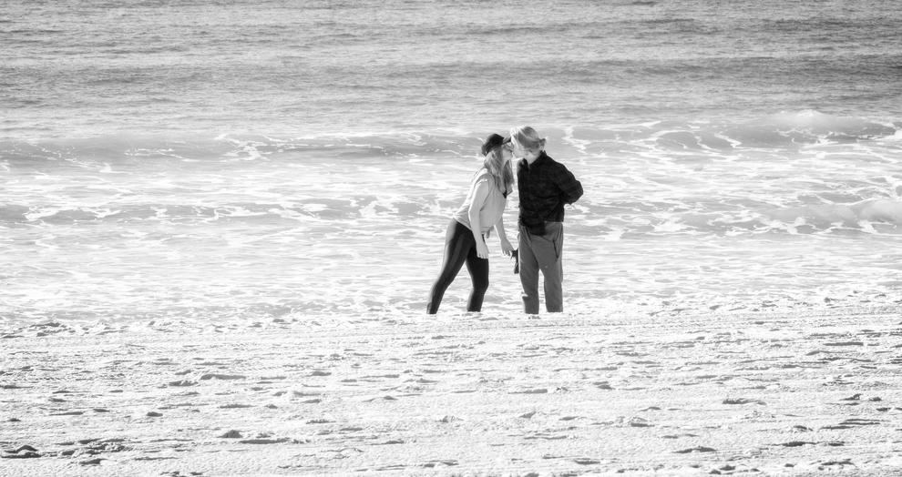 Just one kiss – lovely street shot that works best in black and white … 85mm, F5.6, 1/4000, ISO1600