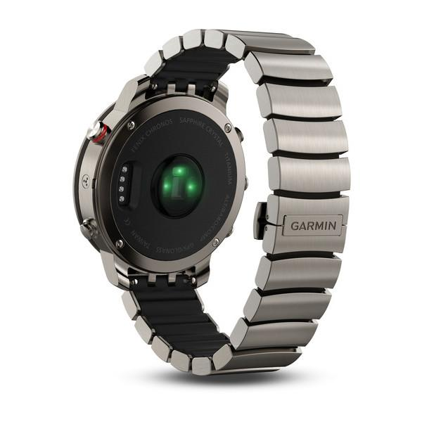 The green heart-rate monitor can be seen at the back along with four charging pins and the interior rubber band that sits inside the band's links.