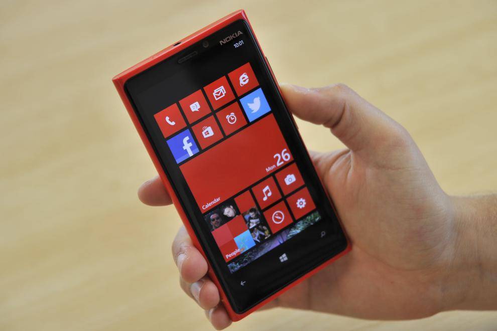 The first thing you'll immediately notice about the Lumia 920 is its size.