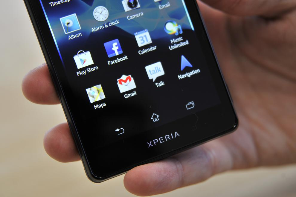 The Xperia TX's screen is bright, clear and displays very sharp text with no visible aberrations.