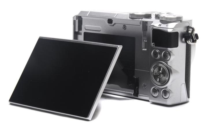 The versatile screen. You can gain great flexibility in the way you frame your shots, without lying on the ground or having to succumb to too many awkward stances